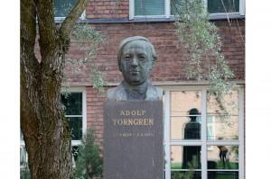 adolf-torngren-rintakuva-featured