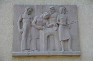 Tampereen ammattikoulun seinäreliefi /  © Tampereen taidemuseo / Tampereen Nykytaiteen museon kuva-arkisto
