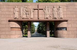 Kalevankankaan hautausmaan portin korkokuvat