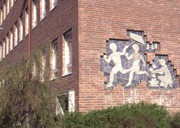 Kasvu / Härmälän koulun seinäreliefi