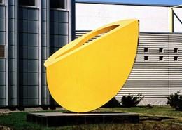 Keltainen veistos