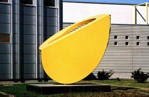 Keltainen veistos /  © Tampereen taidemuseo / Tampereen Nykytaiteen museon kuva-arkisto